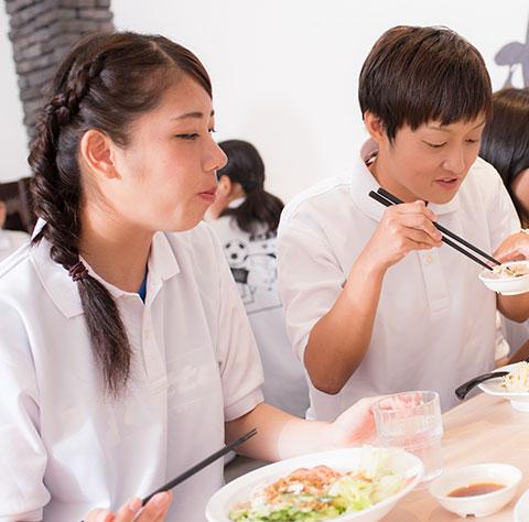 鹿児島王将でのメンバー食事風景